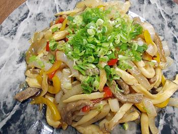 牛肉と新玉葱の炒め物
