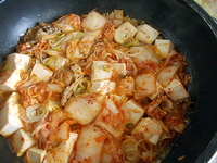 ~~肉と豆腐とキムチをただ煮る~~