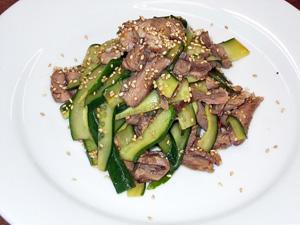 牛肉ときゅうりのサラダ