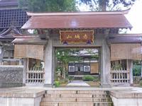 西福寺と開山堂(魚沼市)