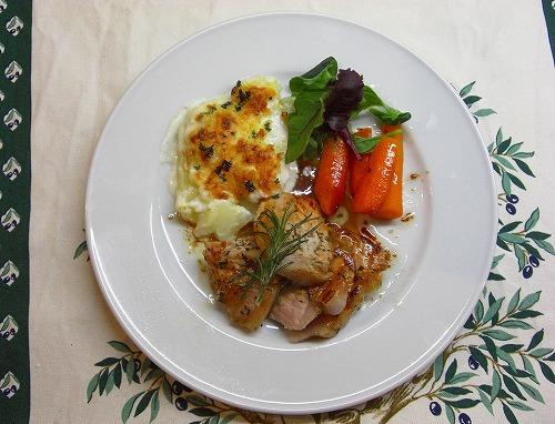 豚肉の蜂蜜と香草焼きとジャガイモのグラタン添え<br />