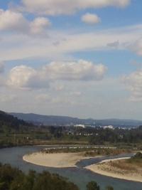 信濃川と雲っ…