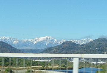 上信越道から見た雪の北アルプス♪