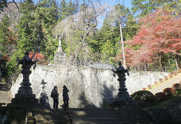 妙義神社の紅葉と燈籠 ♪