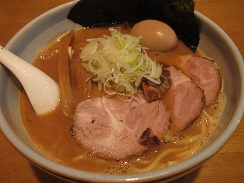 自家製麺に絡む豚骨魚介 麺や スズケン@群馬県前橋市