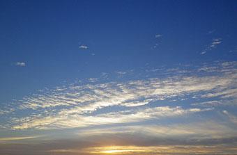 朝の雲 ♪