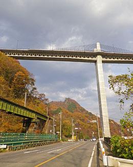 紅葉の「八ッ場ダム 不動大橋」♪