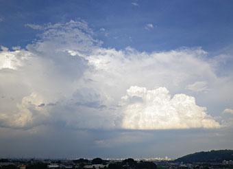 梅雨明け・猛暑・雲 ♪