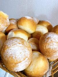 3月28日土曜日の営業案内&自家製パンの販売案内です。