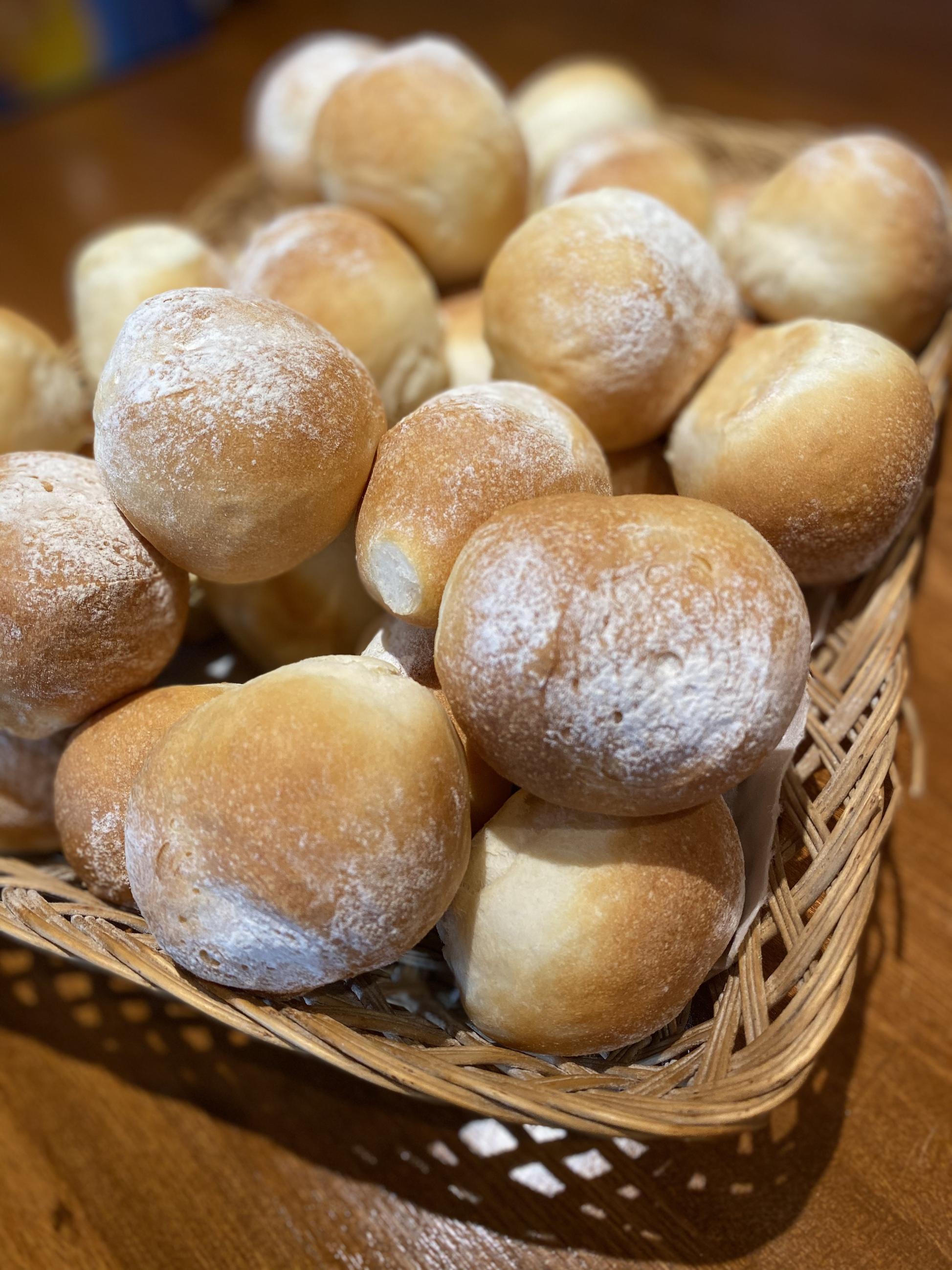 1月24日金曜日の営業案内&自家製パンの販売案内(ディナータイムは貸切となります)