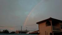 夕方の厚い雲~西の夕焼け空と東の虹。