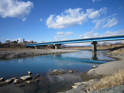 青い空・青い橋