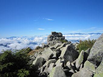 金峰山頂と五丈石