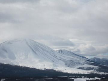 真っ白な浅間山です
