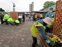 花の駅で植え付け