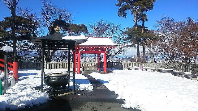 雪の日の白衣観音と慈眼院