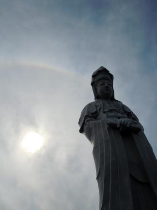 白衣観音と彩雲