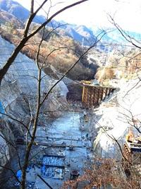 11/23、ダム本体工事現場の自然破壊現場です