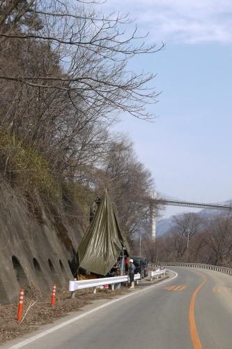 国道沿いでの調査風景 林地区・勝沼