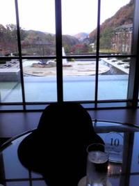 黒い帽子のある風景