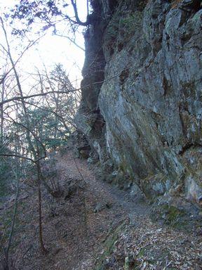 山間の鉱山集落廃墟を訪ねる 上野村忘れ去られた峠道ハイキング
