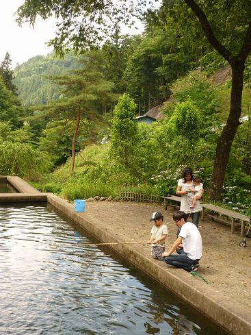 釣り堀・民宿「鱒池」