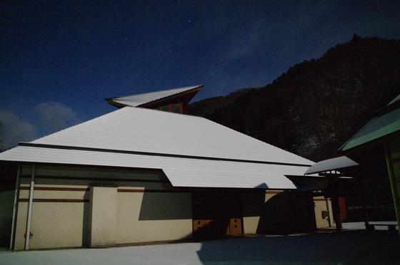月夜の雪の体験館